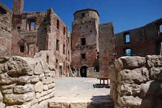 Dziedziniec zamku w Siewierzu