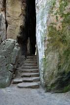 Prachowskie Skały - korytarzyk prawie jaskiniowy