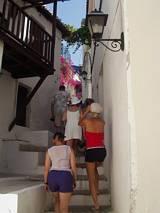 Typowa wąska uliczka na wyspie
