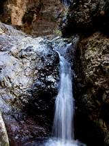Wodospad na końcu wąwozu