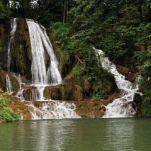 Lucky - wodospad w centrum miejscowości
