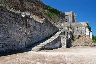 Na terenie Starej Fortecy