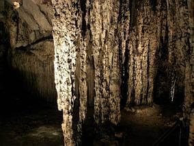 Kolumny w jaskinia Arta