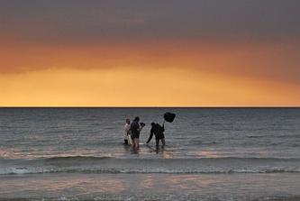 Ślub nad morzem o zachodzie słońca